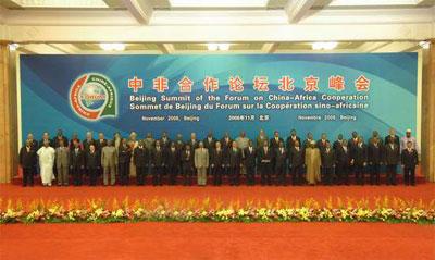 与会的各国领导人相互道别(组图)