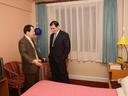 如家成功赴美上市 纳斯达克总裁登门造访