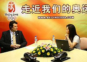 """图文:""""大众一心 鼎力北京奥运"""" 雷文安做访谈"""