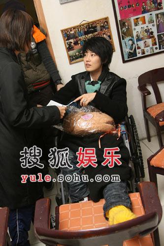 06年新超女不惧李宇春 同台演出分外兴奋(图)