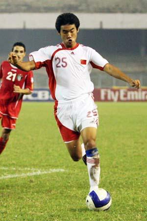 图文:亚青赛中国1-2不敌约旦 张野助攻到前场