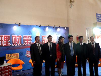 图:涿州领导与主持人合影