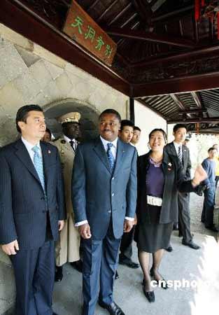 图文:多哥总统福雷访问苏州