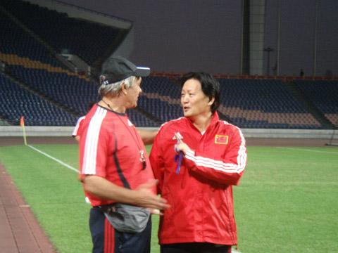 图文:国奥广州集训第三日 杜伊与朱广沪
