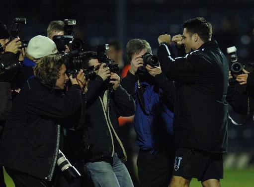 图文:英国联赛杯修安联VS曼联 修安联赛后庆祝