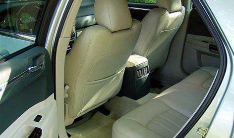 国产克莱斯勒300C今日上市 发布3款车型