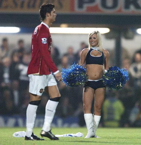 图文:联赛杯修安联1-0曼联 小小罗无视美女
