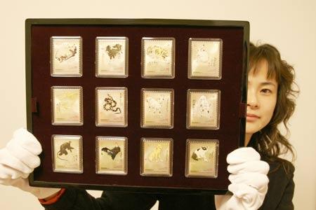 香港发行回归十年《中国生肖》贵金属纪念邮票