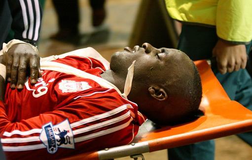 图文:联赛杯利物浦VS伯明翰 西索科重伤离场