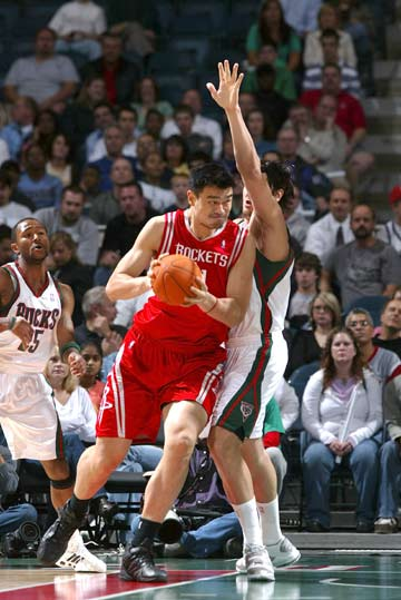 NBA图:骑士客场战尼克斯 詹姆斯后仰跳投