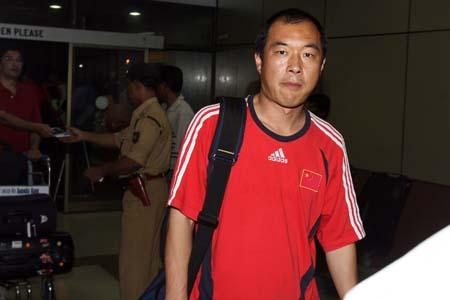 图文:国青返回北京就地解散 张宁告别印度