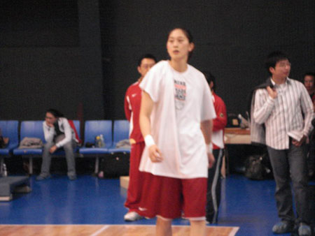 女篮备战亚运会 马赫:希望隋菲菲伤病不要反复