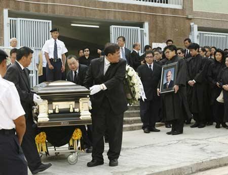 霍英东灵柩出殡全记录:霍启山和霍启刚护送