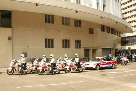 组图:警用摩托车为霍英东灵车开道