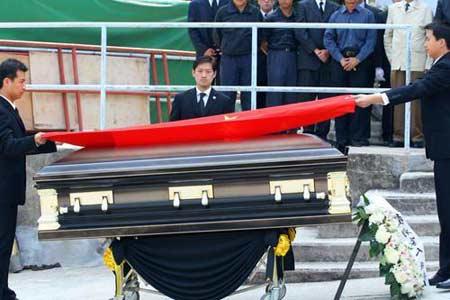 图文:霍英东遗体在香港入土为安
