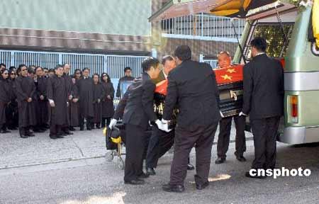霍英东遗体在柴湾佛教坟场安葬(组图)