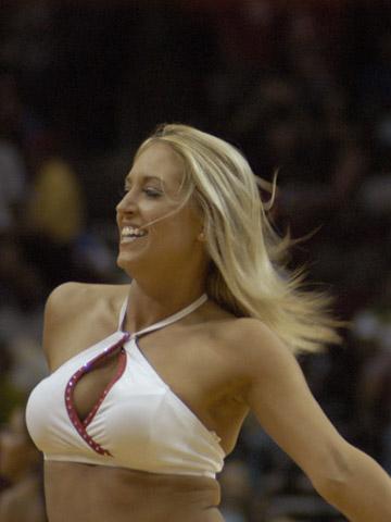 NBA图:常规赛火箭VS尼克斯 性感火箭女郎