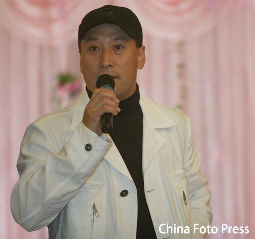 图文:奥运冠军张军喜结良缘 李永波送上祝福