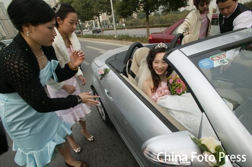 图文:中国羽毛球奥运冠军张军在苏州大婚