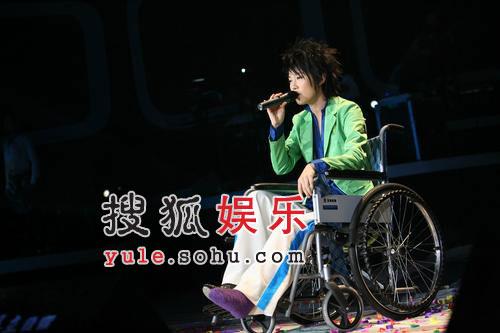 """刘力扬坐轮椅 和阳蕾REBORN同唱""""因为有我"""""""
