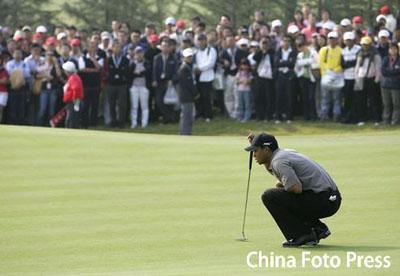 汇丰高尔夫赛第三天 伍兹表现不佳观众仍如潮