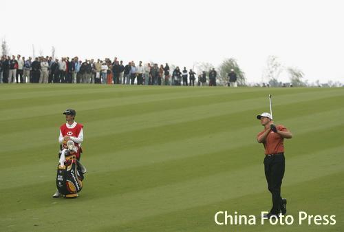 图文:汇丰高尔夫赛第四天 古森优势大伍兹难追