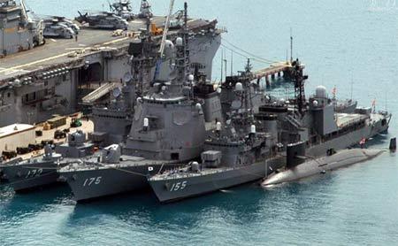 冲绳海军基地内停放的战舰 [资料]