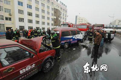 哈尔滨新阳路立交桥上六车连撞 堵车4小时(图)