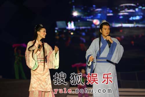 """杨子为黄圣依唱歌""""遭批"""":唱的没有说的好!"""