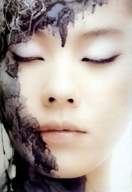 老屄人体套�_高挑长腿美人 江角真纪子人体艺术写真(组图)