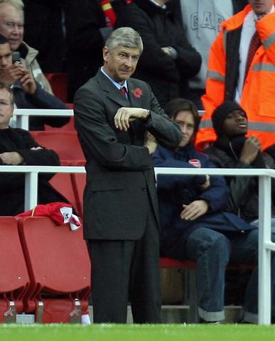 图文:英超阿森纳VS利物浦 温格教练这次很镇定