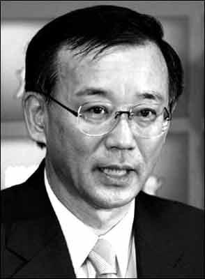 日本前财务大臣两年欠下1亿日元债务(图)