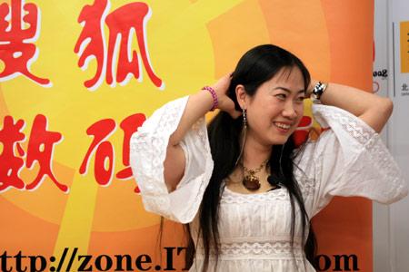 芙蓉姐姐唱情歌跳热舞 自称超过蔡依林(视频)