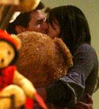 玩具店甜蜜温馨偷吻