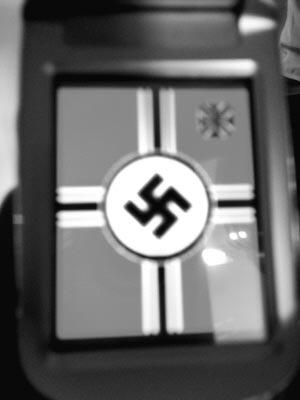 初中生用纳粹标志做手机屏保 自称不知何意(图)