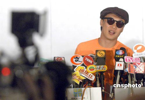 法庭出席其父亲陈裘大的贪污审讯判决.记者会后并接受传媒访问.