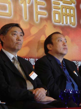 图文:著名导演王晶和凤凰卫视副总裁崔强