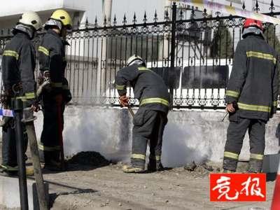 北京朝阳区交通支队办公大厅门口地下电缆喷火