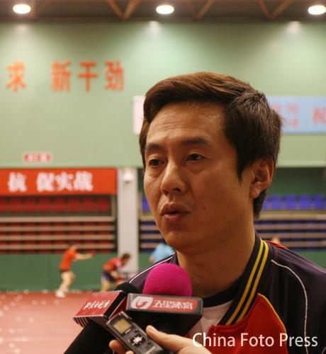 图文:中国女乒备战亚运会 施志皓接受采访