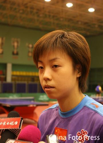 图文:中国女乒备战亚运会 张怡宁接受采访