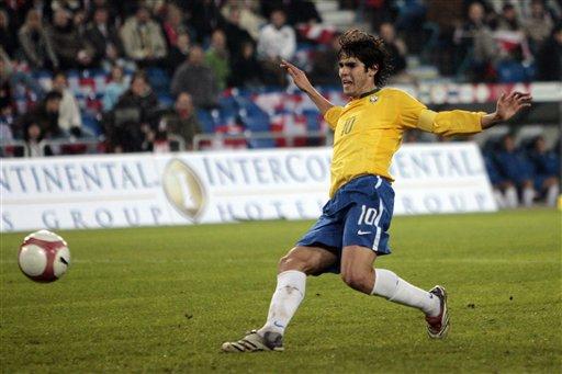 图文:友谊赛瑞士VS巴西 卡卡轻松打进第二球