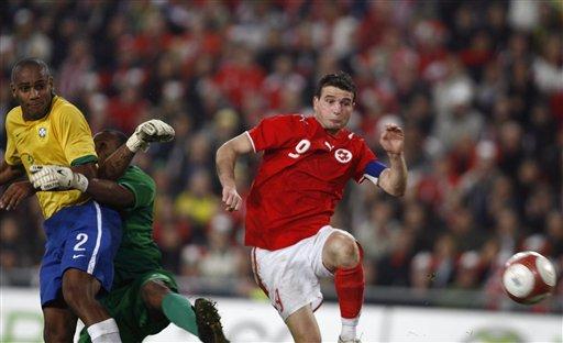 图文:友谊赛巴西VS瑞士 弗雷抓住机会扳回一城