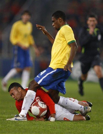 图文:友谊赛巴西2-1瑞士 胡安在比赛中犯规