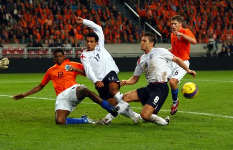 图文:友谊赛荷兰VS英格兰 理查德森错失良机