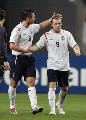 图文:友谊赛荷兰VS英格兰 兰帕德鲁尼庆祝进球