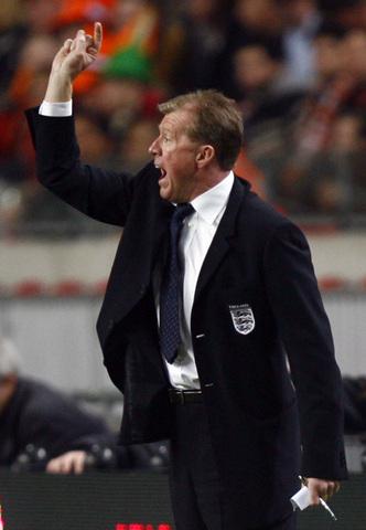 图文:友谊赛荷兰VS英格兰 麦克拉伦有点急了