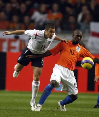 图文:友谊赛荷兰1-1英格兰 西多夫对抗乔科尔