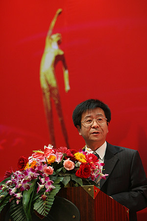 图文:06年CCTV体坛风云人物评选 李挺讲话