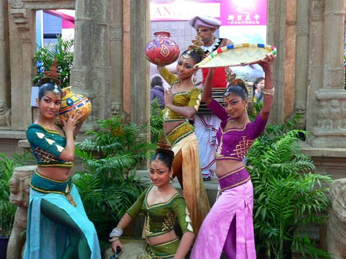 美女斯里兰卡展台上的美女表演组图 搜狐旅游