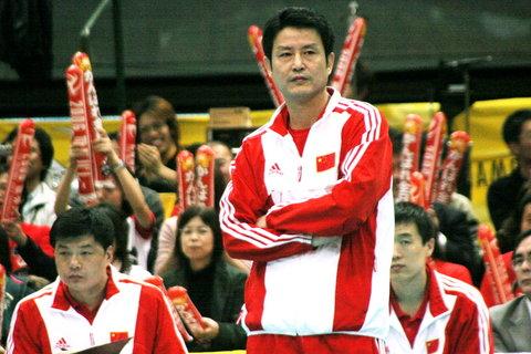 图文:女排世锦赛中国获第五名 陈忠和微笑
